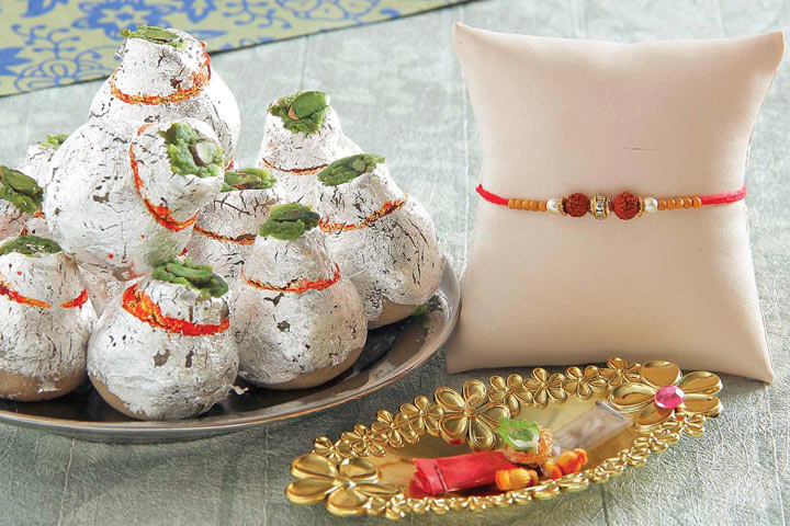 Send love to U.K. with Rakhi and Gifts