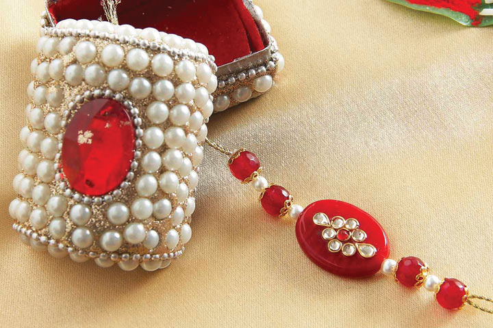 Wish your family Rakhi in picturesque Canada