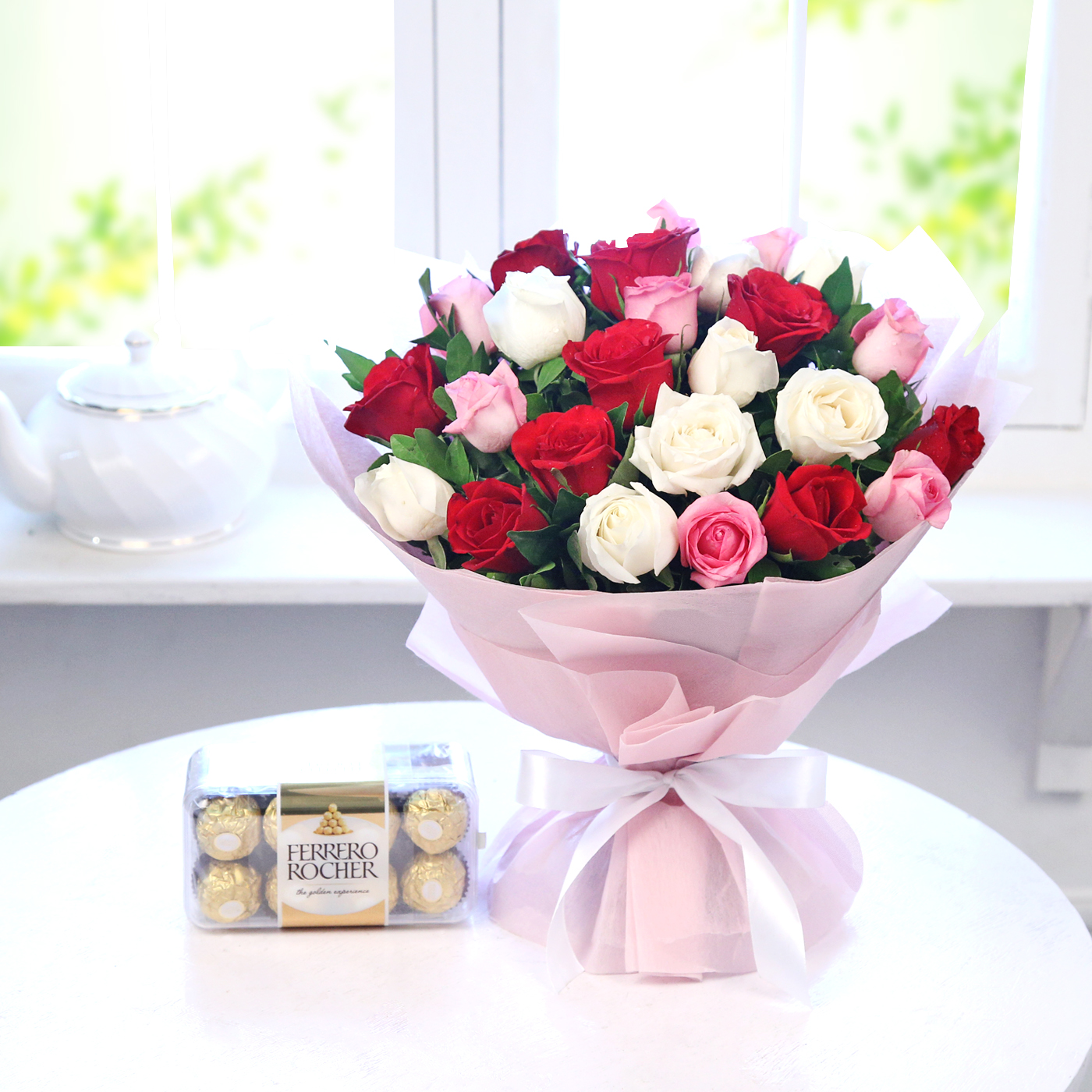Bunch of 25 Mix Roses with 16pc Ferrero Rocher