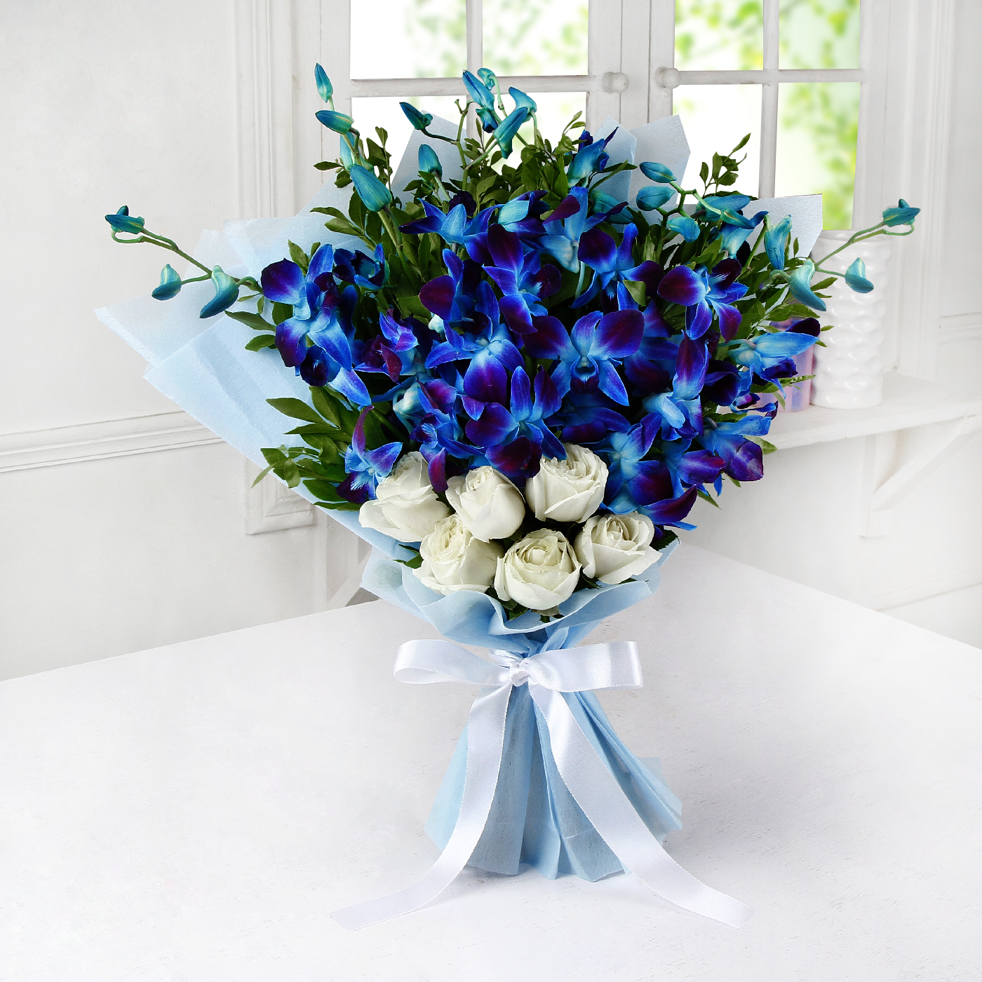 Bunch of 6 White Roses & 6 Blue Orchids