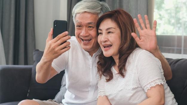 dad video call grandparents